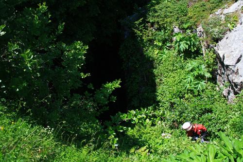 Η Τρύπα του Βολιώτη, ενδιαφέρον βάραθρο στον Κόζιακα,  Περιοχή Πύλης και Κόζιακας 2011