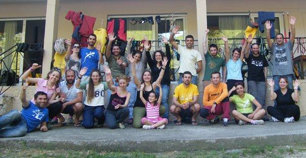 Μετά και απο το πλύσιμο των υλικών οι εκπαιδευόμενοι μες την τρελή χαρα, Αριδαία 2012