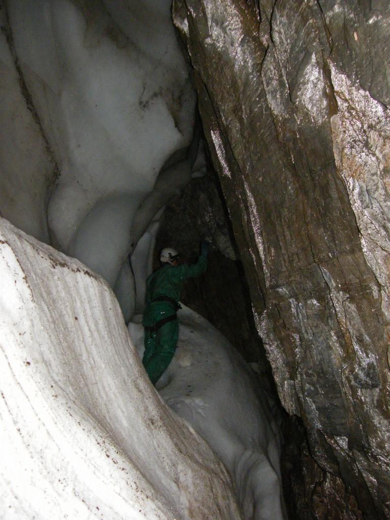 Χιονότρυπα:Ένα από τα πιο ενδιαφέροντα βάραθρα του Ολύμπου.